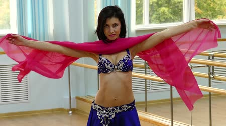 arabština : Beautiful woman dancing in arabic costume, oriental or belly dance