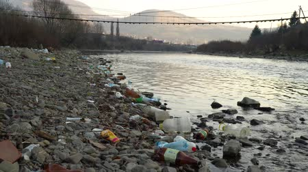 ścieki : Rubbish on the river. Garbage in a mountain river. Environmental pollution. Pollution of nature. Ecological catastrophy. Non-degradable plastic.