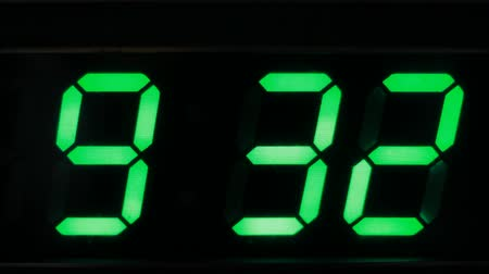 cronômetro : Digital clock showing the time 9:33 pm Vídeos