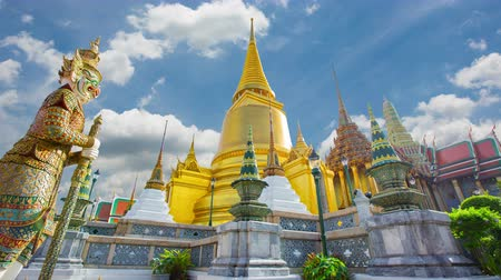 kaew : Wat Phra Si Rattana Satsadaram or wat phra kaew beautiful architecture, historic attractions, world-class in Bangkok Thailand.