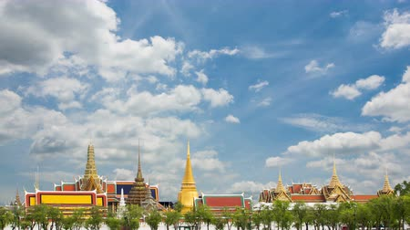saray : Wat Phra Si Rattana Satsadaram or wat phra kaew beautiful architecture, historic attractions, world-class in Bangkok Thailand.