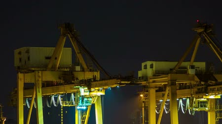 перевозка груза : Time Lapse Cargo ship loading goods at shipping port, High quality at night. Стоковые видеозаписи
