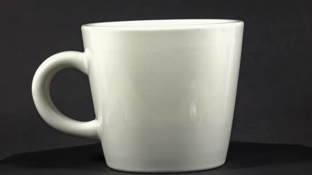 ruch : White Coffee Cup In Rotation on a black background Wideo