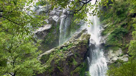 torrente : Beautiful waterfall in the national park forest at Khlong Lan Waterfall, Kamphaeng Phet Thailand