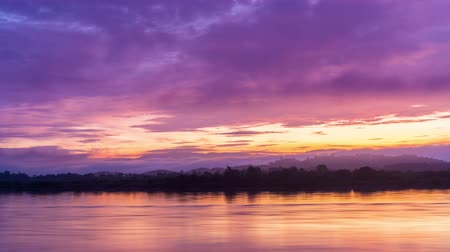 pescador : The beauty of the morning sunrise on The River in Mekong River in Thailand, 4K Timelapse Stock Footage