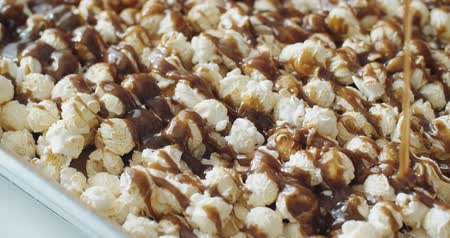 gombák : Close up pouring caramel melts down on mushroom popcorn, Slow Motion, 4K