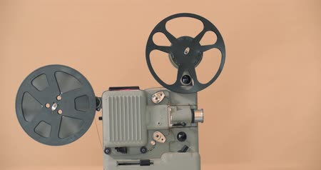 taŚma filmowa : 8 mm movie projector Retro is playing. Vintage projector on vintage background, 4K DCI