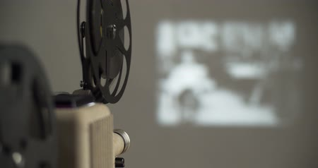 taŚma filmowa : 8 mm movie projector old retro old cinema in the dark room, 4K DCI Wideo