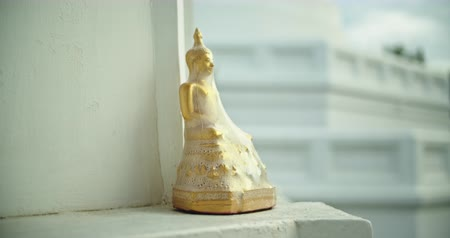 The Golden Buddha is covered with plastic, located in the temple. Camera Panning Shot Vídeos