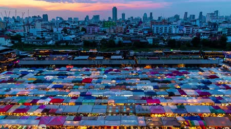 Time-lapse Day to Night: mercado nocturno en la ciudad de Bangkok. 4K Archivo de Video