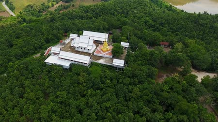 Aerial Reveal Shot of Drone Flying temple in Thailand. 4K Vídeos