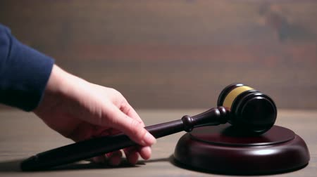 jurist : Closeup of Wooden Courtroom Gavel. Stock Footage