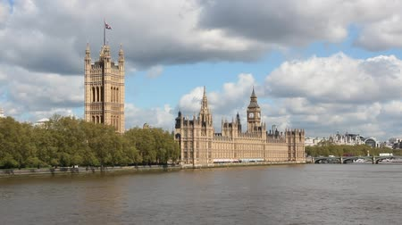 парламент : London, United Kingdom - Palace of Westminster (Houses of Parliament) with Big Ben clock tower.