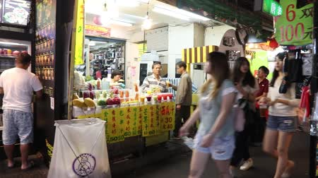 songshan : TAIPEI, TAIWAN - DECEMBER 4, 2018: People visit Raohe Night Market in Taipei. Night food markets are a big part of Taiwanese culture. Stock Footage