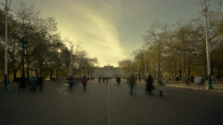 buckingham palace : Time lapse of the tree lined boulevard in front of Buckingham Palace