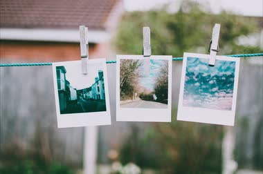 ruhacsipesz : Pictures Hanging On Clothesline