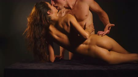 duygusallık : Sex, passion, pleasure, prelude, desire game. Sexy couple having prelude