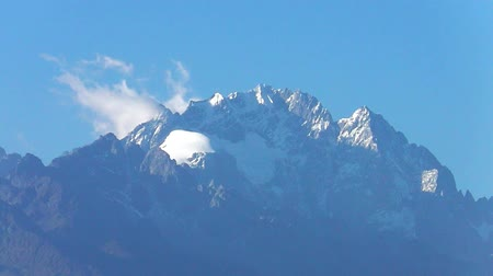 giada : Dragon Snow Mountain a Lijiang, Yunnan in Cina Filmati Stock