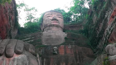 budismo : Giant buddha of Leshan The province of Sichuan china