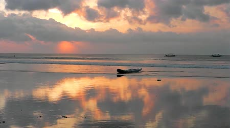 danu : The sunset sky is reflected in the mirror of the beach of Kuta. The island of Bali. Indonesia. Stock Footage