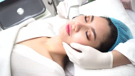 fiatalos : Young Asian woman getting IPL and laser treatment by beautician at beauty clinic