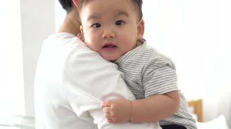 puericultura : Happy Asian father and baby boy toddler at home, enjoying family time together