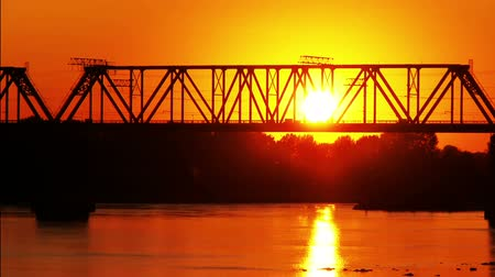 vasúti : sun goes down behind a railway bridge