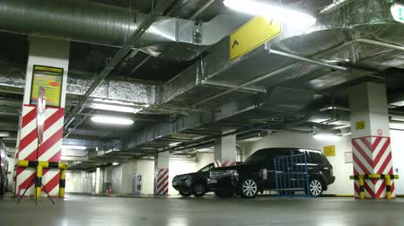 parc automobile : Un parking souterrain, laps de temps