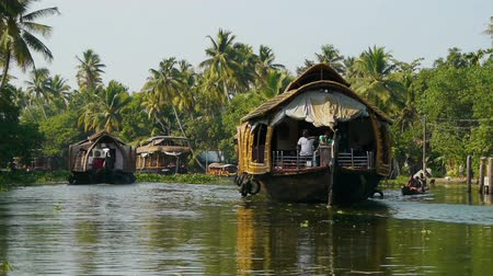 travel tropical : Houseboat