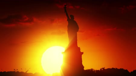 heykel : Statue of liberty at sunrise