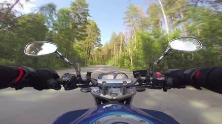 motocykl : Riding a motorcycle on forest road