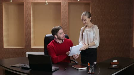 főnök : Young attractive secretary showing boss business documents. Stock mozgókép