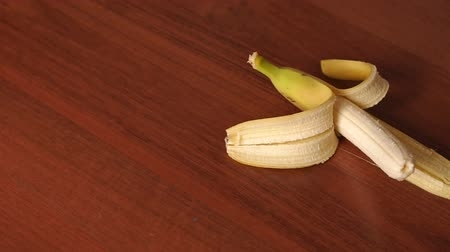 citron : Close-up of peeled banana on brown wooden background. The concept of diet and healthy eating.