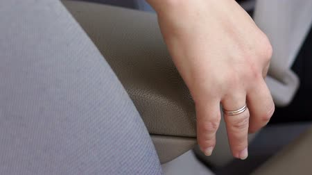 přezka : Close-up of fastening safety belt in car. Business woman hand fastening a seat belt in the car.