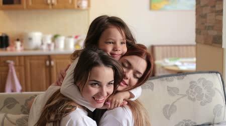 Lesbische Mutter isst Tochter