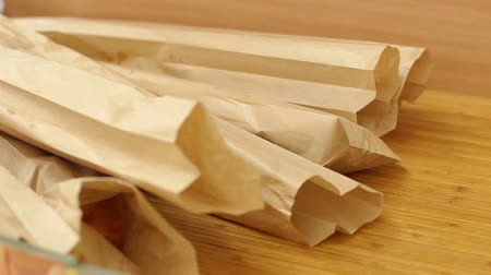 bagietka : White french Baguettes in a paper bags. Fresh baked rustic bread loaves in paper bags on the shelf of the store. Packed baguettes in paper bags on the counter in the supermarket. Wideo