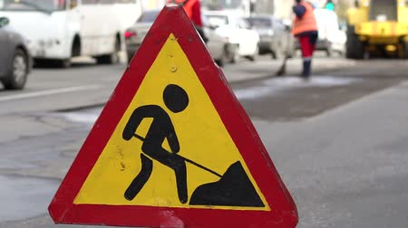 sınırları : Roadworks signs on a street. Roadworks sign on a road. Road sign repair work and detour arrow. Repair work on the road. Workers laid new asphalt.