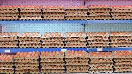 storing : Close-up view of raw chicken eggs in egg boxes. Raw eggs for sale. Close-up of Eggshell at supermarket. Food concept. Brown eggs in cardboard container. Eggs in the package.