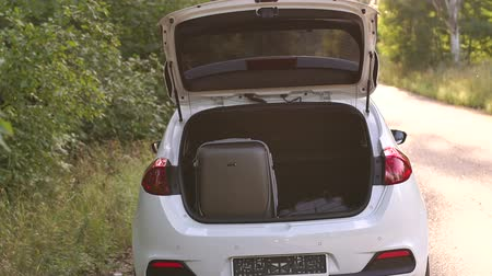 упакованный : Suitcases and bags in trunk of car ready to depart for holidays. Travel car and camping luggage packed in the full car trunk.