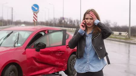 karetka : A young teen girl got into a car accident on a wet road, she calls someone on the phone and asks for help. Heavy rain. Slow motion.
