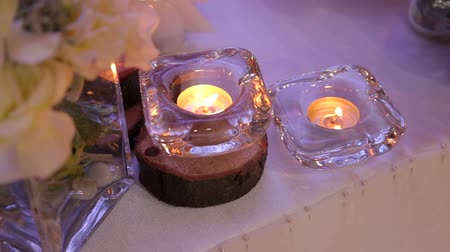 banka : Wedding decor, candles in glass flasks standing on the floor. Decoration with candles and flowers wedding arch.