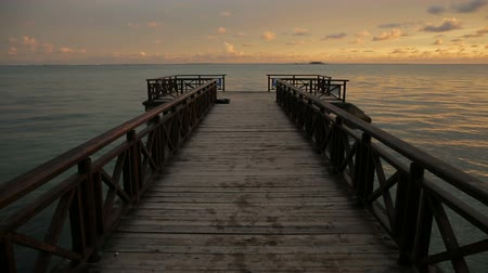Tropical sunrise over wooden jetty pier on caribbean sea Stok Video