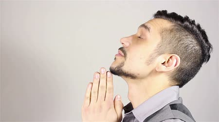 spása : Young bearded man praying, asking God for help.
