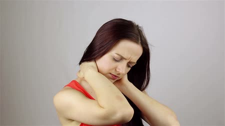 boné : Young woman with pain in the neck joint