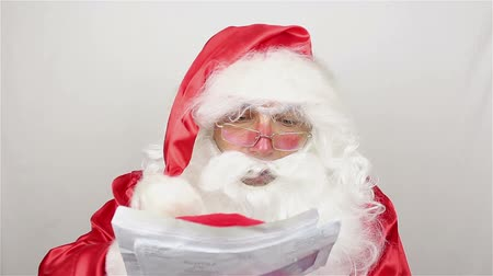 correio : Santa Claus is readig letters from kids Stock Footage