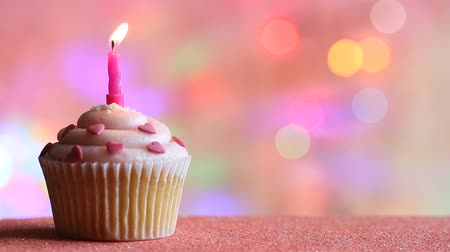 queque : Birthday cupcake and candle on colorful defocused background party concept