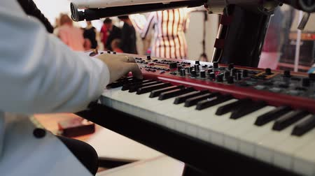 artesão : Close up shot of musician playing keyboards