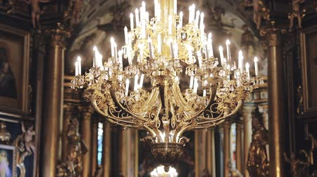 viktoriánus : Chandelier in the Church