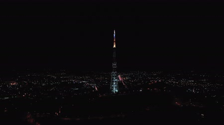 terrestre : Night view of television tower in Lviv Ukraine downtown Stock Footage