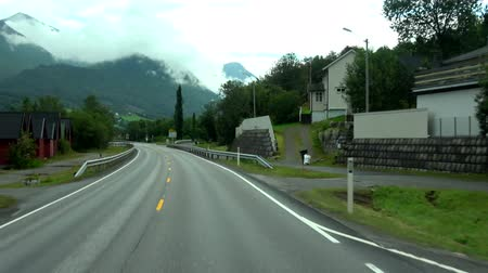 mais : Drive in August on the country road Rv64 between Andalsnes and Afarnes, Norway. Stock Footage
